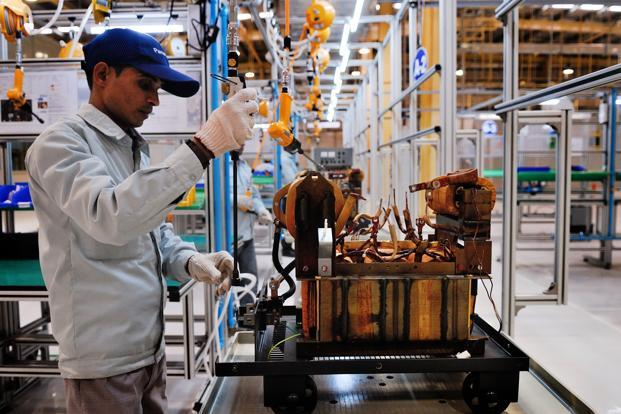 The manufacturing sector has a share of 30% and shows a growth rate of 3.18% through the double deflation method, in contrast to 9.29% issued by CSO. Photo: Priyanka Parashar/Mint (Priyanka Parashar/Mint)