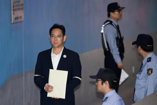 Jay Y. Lee, co-vice chairman of Samsung Electronics Co., arrives at the Seoul central district court in Seoul, South Korea, on Thursday. Photo: Bloomberg