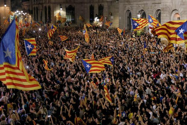 Thousands of independence supporters packed the Sant Jaume Square in front of the Catalan regional headquarters in Barcelona. Photo: AFP