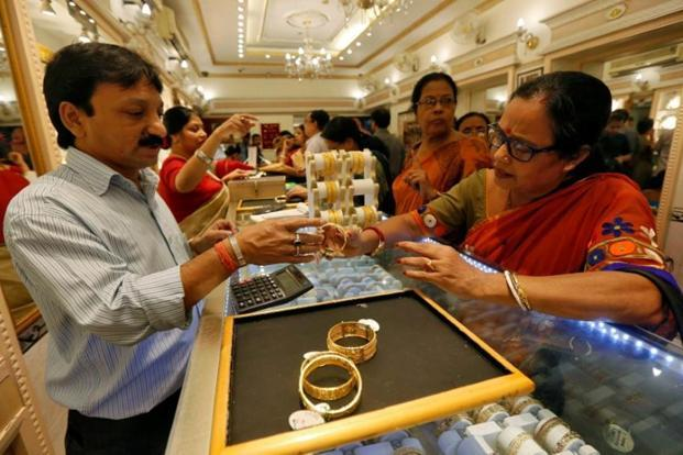 Food and consumers affairs minister Ram Vilas Paswan says at present people don't get to know the quality of gold jewellery that they buy. Photo: Reuters