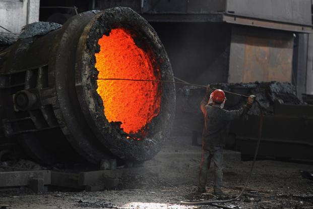 An indirect effect of working in extreme heat is an increase in industrial accidents. Photo: AFP