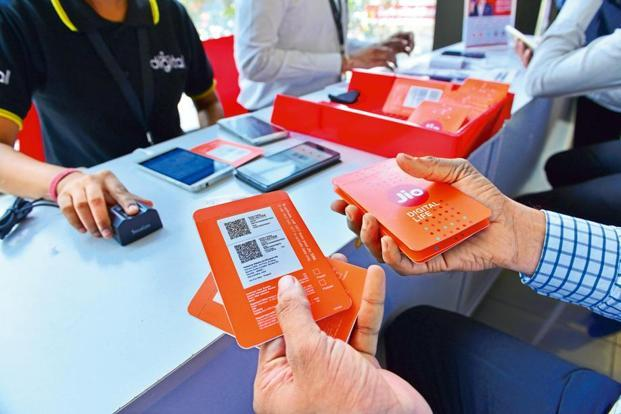 Reliance Jio will start offering cashback and benefits worth Rs2,599 from Friday to its Jio Prime members opting for recharge of Rs399 and above. Photo: Priyanka Parashar/Mint
