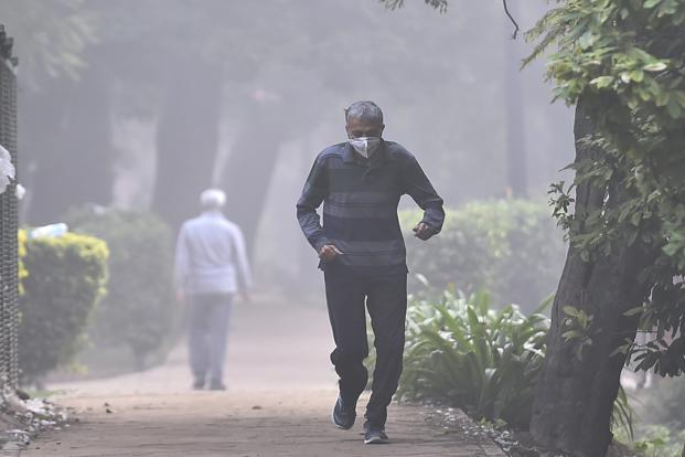 The CPCB's air quality index for Delhi was 460 on Monday, same as Sunday. The corresponding 24-hour safe standards are 60 and 100. Photo: PTI