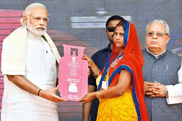 Prime Minister Narendra Modi distributing the free LPG connections to the beneficiaries, under PM Ujjwala Yojana at Ballia, Uttar Pradesh. Photo: Mint