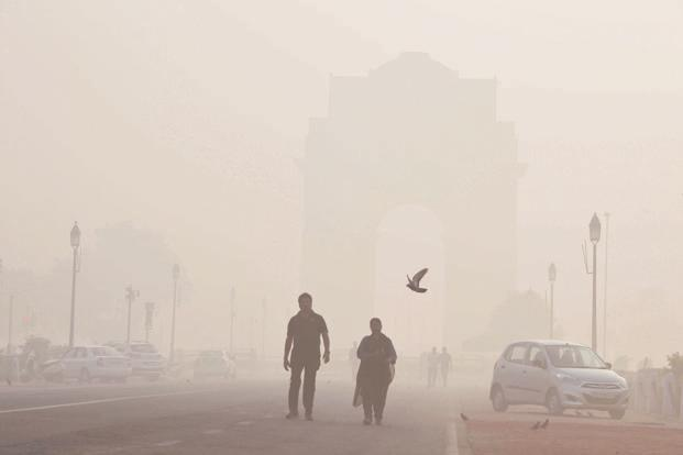 The Delhi government cannot by itself fix the air pollution problem. There is much that is beyond its control. Photo: HT