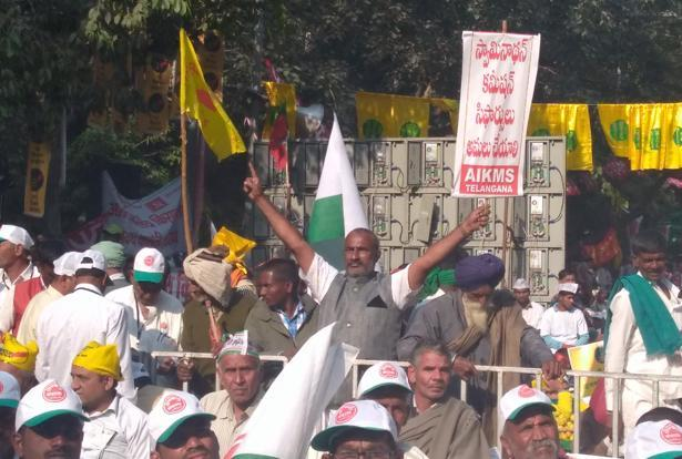 The protest is being held under the banner of the All India Kisan Sangharsh Coordination Committee, in which about 1,500 farmers from both Andhra Pradesh and Telangana participated. Photo: Mint