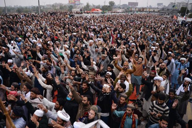 Nearly 2,000 activists of Tehreek-i-Labaik Ya Rasool Allah and other religious groups have been protesting in Islamabad since 6 November. Photo: AFP