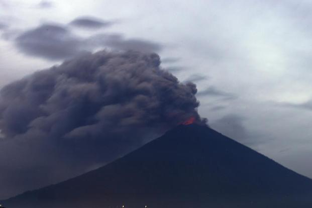 Bali's Airport closed for a further 24 hours because of volcano