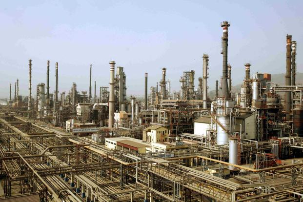 Indian state oil refiners see strong margins for 2018