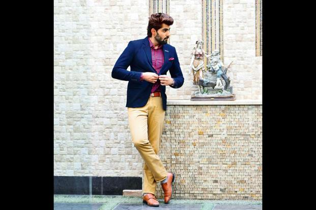 For a casual setting, pair your blazer with khakis or denims.