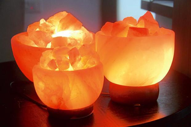 Whether it is lit from within by an electric bulb or a candle, the Himalayan salt lamp produces a soft natural glow.