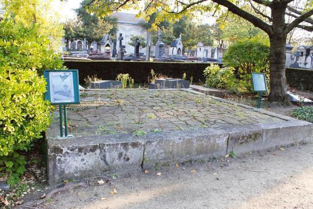 The grave of Malika Kishwar at the Père Lachaise cemetery in Paris. Photo: Wikimedia Commons