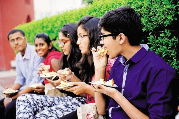 Fried foods and unhealthy beverages are major triggers for non-communicable diseases (NCDs) such as diabetes, hypertension and obesity that are growing rapidly in India. Photo: Priyanka Parashar/Mint