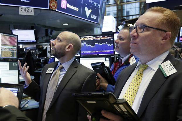 USA stocks close lower on government shutdown concerns