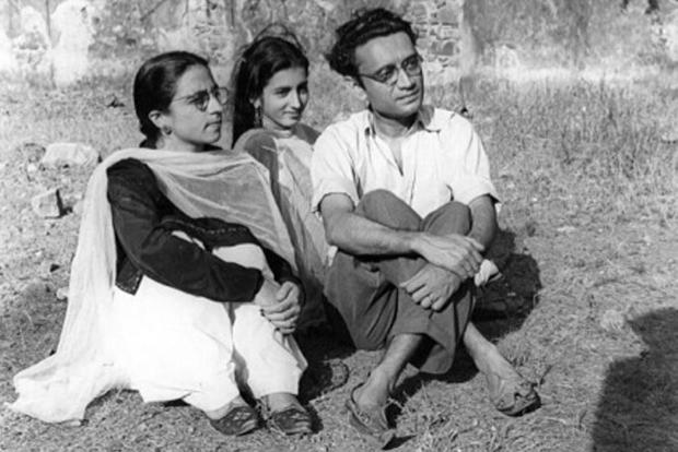 Saadat Hasan Manto with wife Safia (left) and sister-in-law Zakia Hamid Jalal in Bombay. Photo courtesy the Manto family