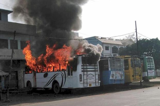 Indian police stop Hindu, Muslim rioting that killed 1