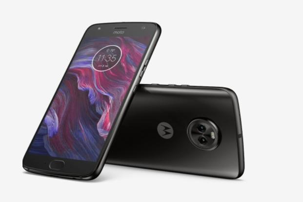 The new 6GB RAM variant of Moto X4 runs Android Oreo out of the box with a near plain version of Android with a few customisation options.