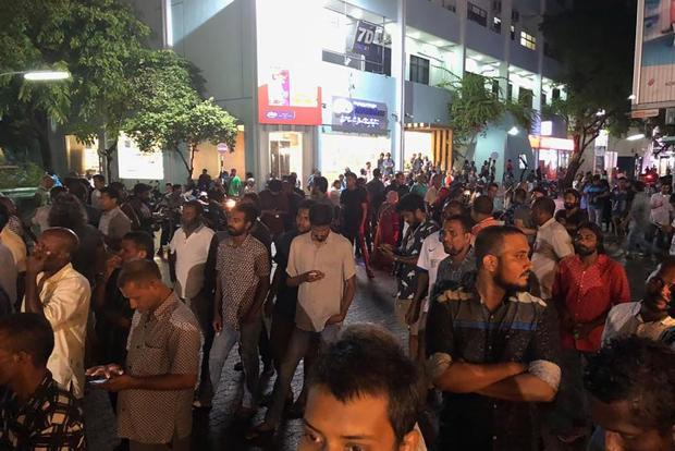Opposition supporters outside the Supreme Court in Male after Maldivian President Abdulla Yameen declared a state of emergency. Photo: AFP