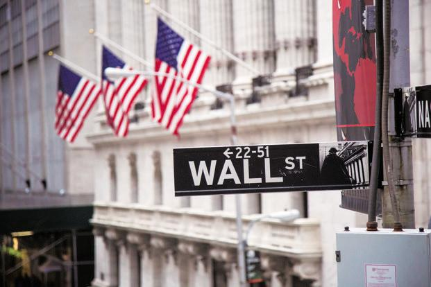 Dow plunges 1000 as market enters 'correction'