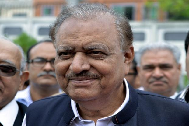 Pakistan President Mamnoon Hussain signs an ordinance to reign in individuals and organisations like the LeT , Al-Qaeda and Taliban. Photo: AFP