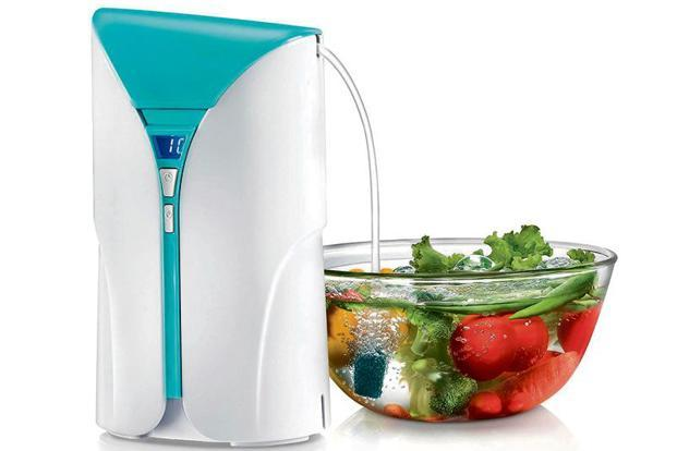 All you need to do is plug in the gadget and immerse the pipe into a bowl with water and your vegetables.