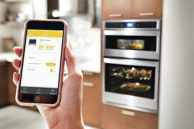 The app takes you step by step through the cutting and prepping process, all the while communicating with the oven to automatically preheat, cook and turn itself off once the meal is done.