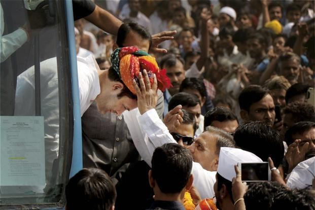 Microphone malfunction leaves Rahul Gandhi red-faced in Karnataka