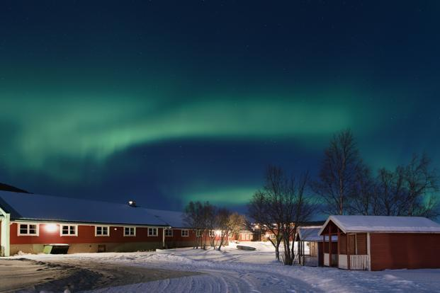 Electrons bouncing across Earth's magnetic field cause Northern Lights, say scientists