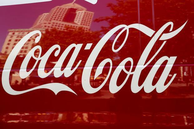 Coca-Cola's net operating revenue fell to $7.51 billion from $9.41 billion a year earlier. Photo: AP