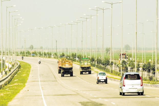 The road ministry should continue to monetize its road assets through the toll-operate-transfer model, finance minister Arun Jaitley had said while presenting the budget earlier this month. Photo: Ramesh Pathania/Mint
