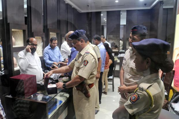 Enforcement Directorate (ED) personnel conducted raids at jewellery shops in Viviana Mall in relation to the Nirav Modi scam, in Thane on 19 February 2018. Photo: PTI