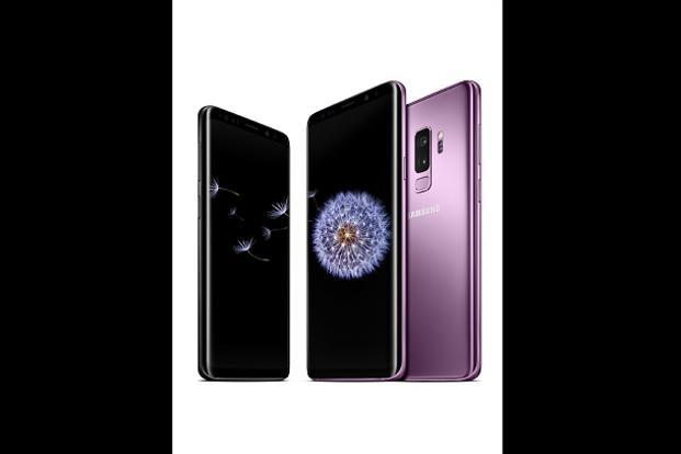 Galaxy S9 and Galaxy S9+ will start rolling out in stores in some countries from 16 March onwards, with prices very similar to the launch prices of the S8 and the S8+.