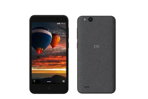 ZTE Tempo Go is an ordinary-looking smartphone with a 5-inch screen and wide bezels.