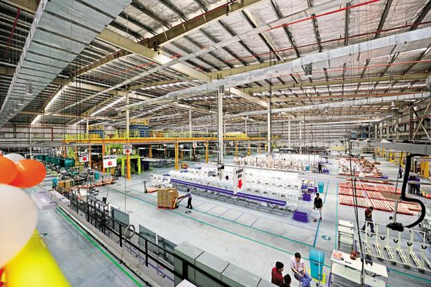 The AmazonNow warehouses, or fulfilment centres, are equipped with temperature-controlled zones to store groceries. Photo: Ramesh Pathania/Mint