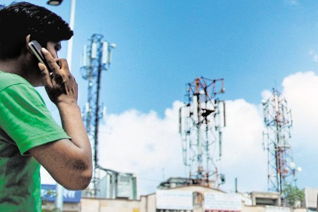 Total wireless subscription fell 1.33% in November from the preceding month, while urban and rural wireless subscription declined 1.86% and 0.63%, respectively. Photo: Pradeep Gaur/Mint