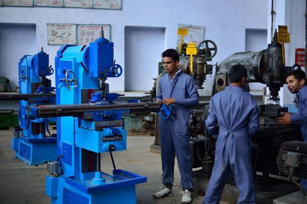 Modi govt amends labour rules to encourage contract jobs