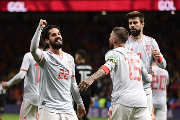 Isco (left) scored a hat-trick as Spain registered an emphatic 6-1 win over Argentina in their friendly in Madrid on Tuesday. Photo: AFP