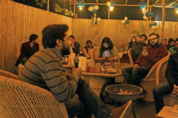 A gathering at Hamin Ast'o. Photo Courtesy: Delhi Shayari Club