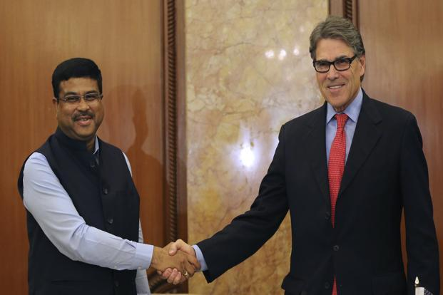 US energy secretary Rick Perry (right) and India's petroleum minister Dharmendra Pradhan shake hands at the end of a joint press conference in New Delhi on Tuesday. Photo: AP
