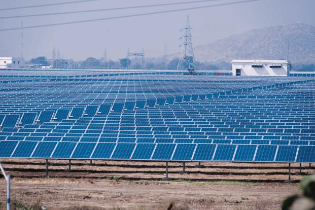 India will need over $125 billion to fund its ambitious plan to add 175 gigawatts of renewable power to its grid by 2022. Photo: Pradeep Gaur/Mint