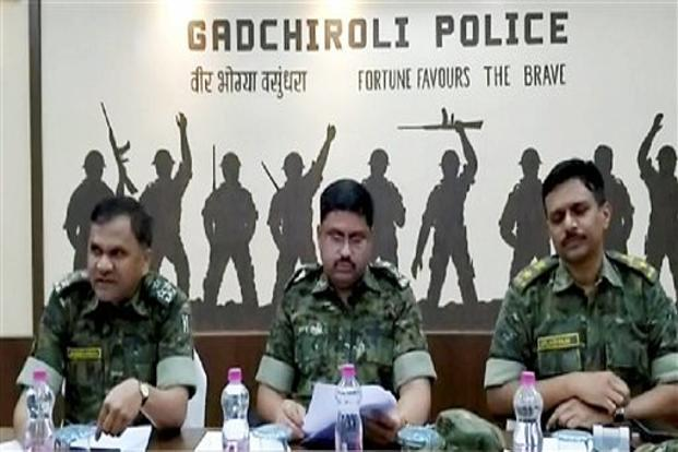 Gadchiroli SP Abhinav Deshmukh and other top officials address a press conference regarding an encounter with Naxals near Bhamragad in Gadchiroli district on 22 April. Photo: PTI