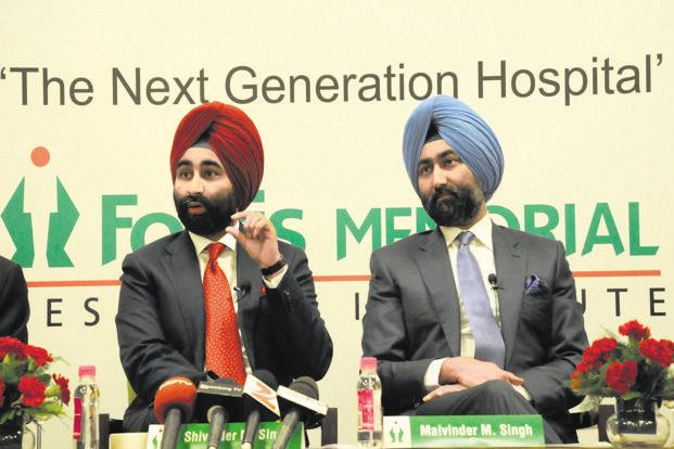 Fortis Healthcare's executive vice chairman Shivinder Mohan Singh (left) and executive chairman Malvinder Mohan Singh. Photo: HT