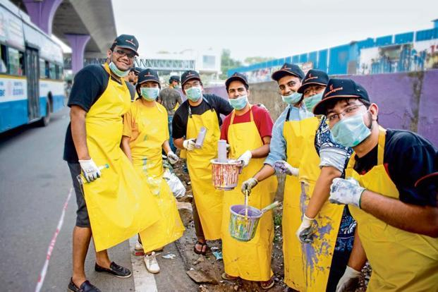 Goodera's staff at a drive to clean the Nayandahalli flyover in Bengaluru.