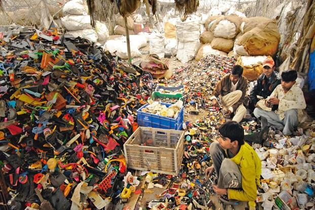 Among states, Maharashtra contributes the largest e-waste of 19.8% but recycles only about 47,810 tonne per annum. Photo: Ramesh Pathania / Mint