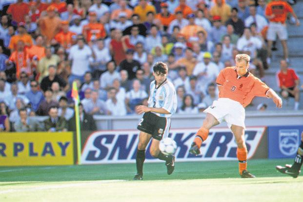 Dennis Bergkamp (right) scoring the winning goal against Argentina in the 1998 Cup. Photo: Getty Images
