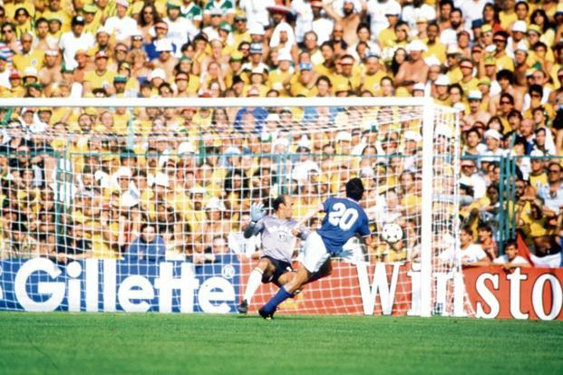 Paolo Rossi past Brazilian goalkeeper Waldir Peres. Photo: Getty Images