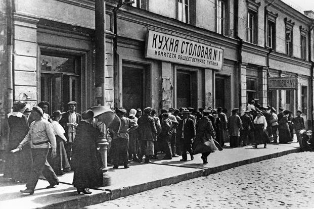 Moscow residents lining up at a canteen in 1921. Photo: Getty Images