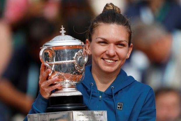 Romania's Simona Halep celebrates with the trophy after winning the French Open final against Sloane Stephens of the US at Roland Garros in Paris, France, on 9 June, 2018. Photo: Reuters.