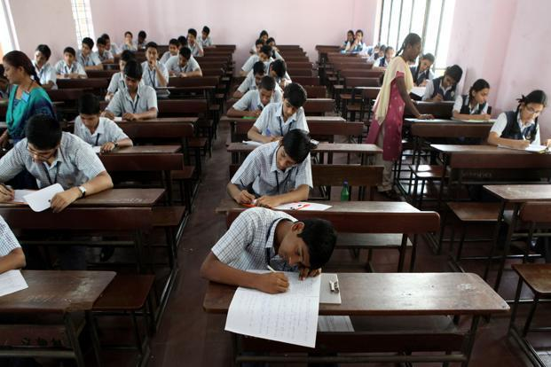As many as 4,28,389 students appeared in the Jharkhand 10th Board Examinations 2018. Photo: HT