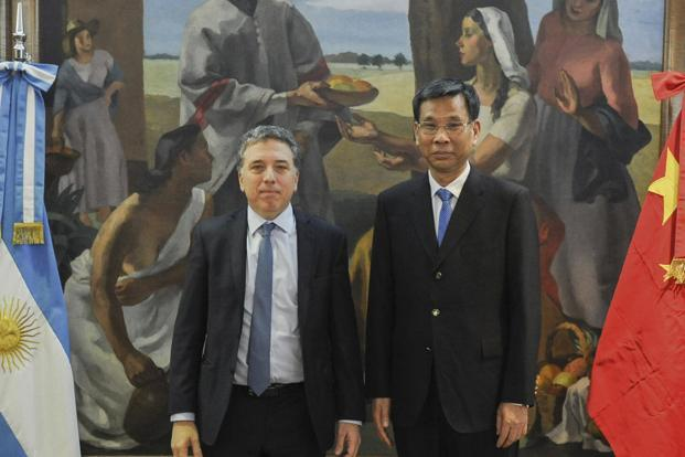 Argentine economy minister Nicolas Dujovne (Left)and Chinese finance state minister Liu Kun posing before a meeting in the framework of G20 Meeting of Finance Ministers in Buenos Aires, Argentina on 20 July 2018. Photo: AFP